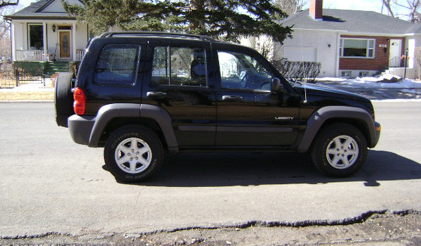 2004-Jeep-Liberty-rt-134592.JPG