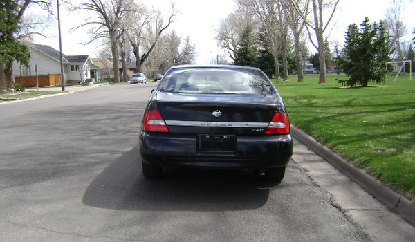 2001-Nissan-Altima-rear-168673.JPG