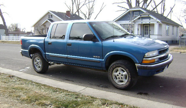 2001-Chevy-S10-Crewcab-rt-179687.JPG