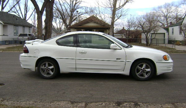 2000-Pontiac-Grand-AM-GT-rt-716709.JPG