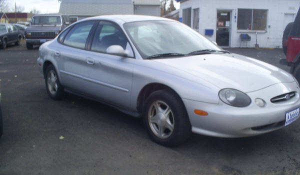 1999-Ford-Taurus-rt.JPG